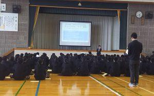 横須賀高校体育館に一年生がそろいました。